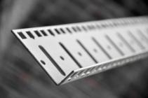 Profil montażowy 42U kątowy do szyn serwerowych do szaf EmiterNet