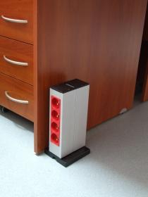 Kolumna podłogowa pionowa 2x11M przy biurku