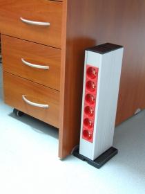 Kolumna podłogowa pionowa 2x23M przy biurku